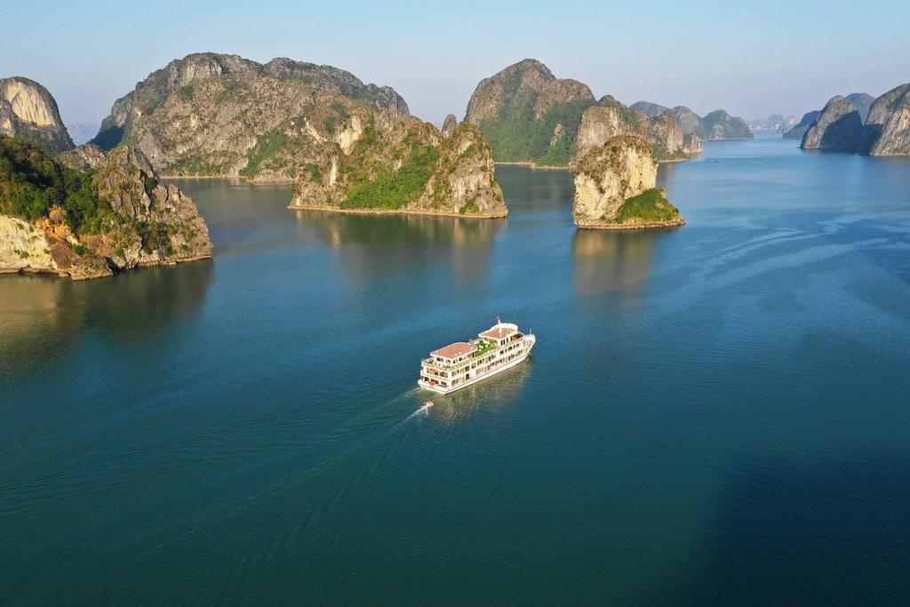 Overview Halong Bay